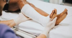 Bone_Fracture_Causes_Symptoms_and_Treatments_Hindi